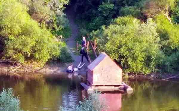 В Кургане возле моста на Смолино утонул мужчина