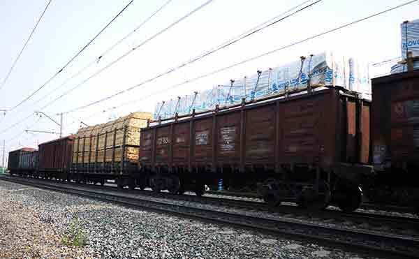 В Макушино два человека погибли под колесами поезда