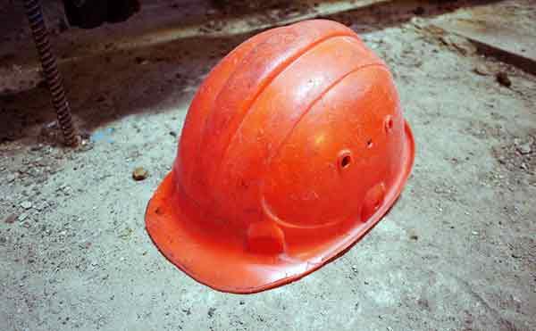 На рабочего «Курганстальмост» упала металлическая балка