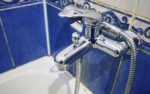 В Заозерном из-за аварии на трубе отключат воду в десяти домах