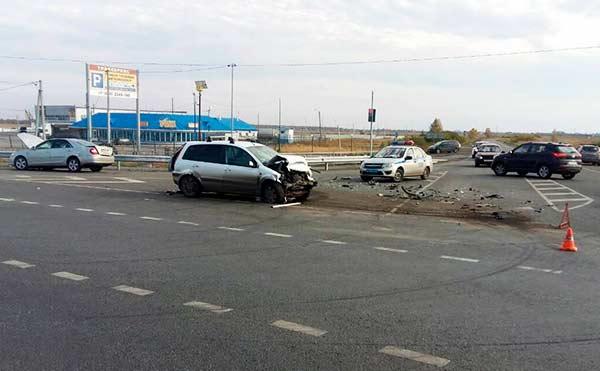 В Кетовском районе в крупном ДТП погиб пассажир иномарки. Еще пятеро пострадали.