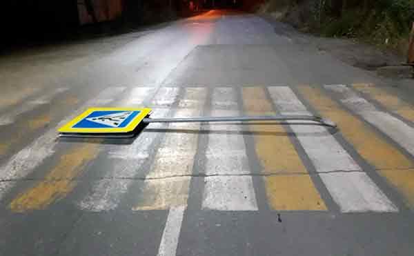 В Кургане хулиганы изломали несколько дорожных знаков