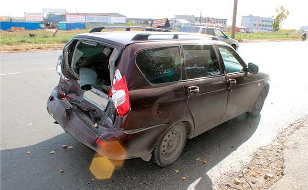 В Кургане «КамАЗ» столкнулся с «LADA PRIORA» и травмировал автоледи