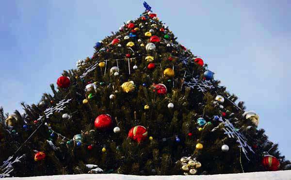 В Кургане на Новый год установят Деда Мороза, Снегурочку, сделают каток и праздничную иллюминацию