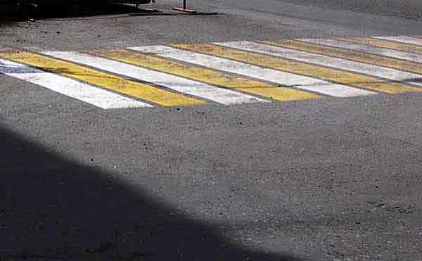 В Кургане на пешеходном переходе сбили двух девочек