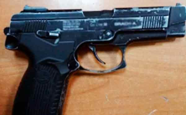 В Кургане рецидивисты с пистолетом напали на подростков