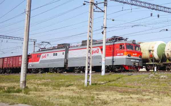 В Кургане за сход тепловоза с рельс ответят машинист и три составителя поезда