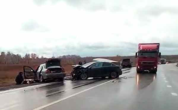 В Курганской области есть жертвы при столкновении на трассе двух легковушек