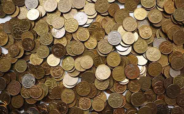 Курганцы сдали в банки 500 килограммов мелочи