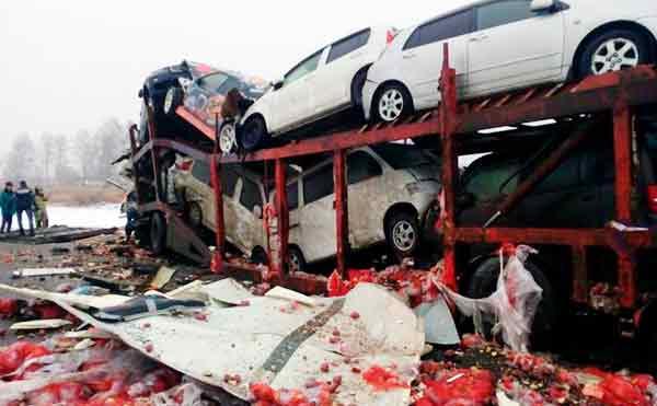 В Кетовском районе на трассе столкнулись две фуры. Погиб водитель