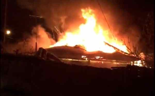 В Кургане крупные силы спасателей тушили пожар в частном доме