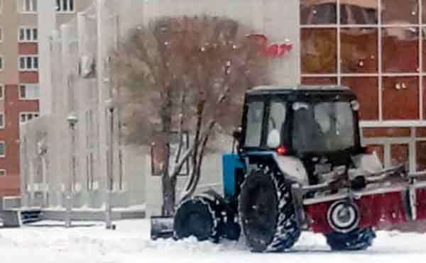 В Кургане последствия снегопада устраняли 50 дворников