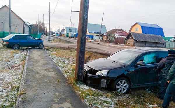 В Шумихе водитель без прав устроил ДТП на перекрестке