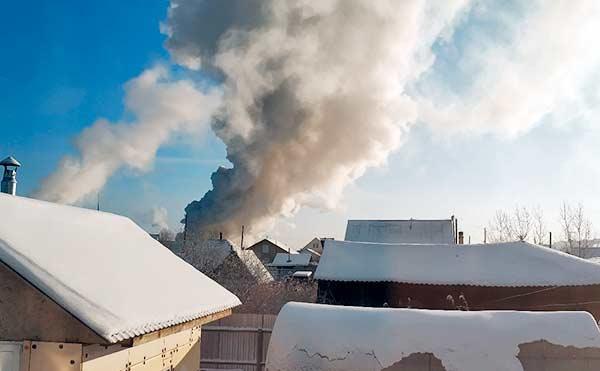 В Кургане дым от пожара затянул небо над поселком Восточный