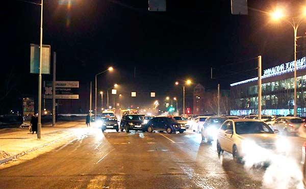 В Кургане на Троицкой площади столкнулись пять автомобилей