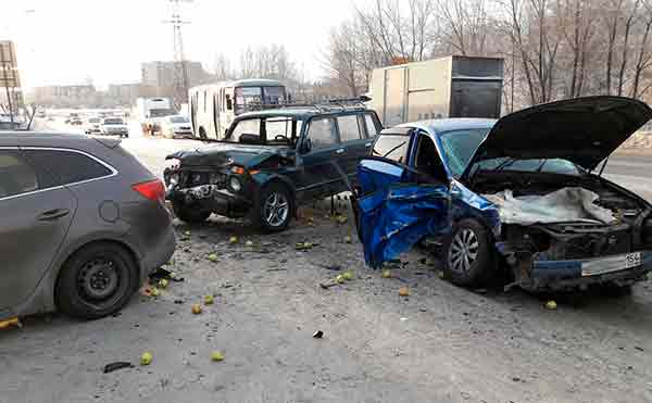 В Кургане несколько человек пострадали в аварии на Бурова-Петрова