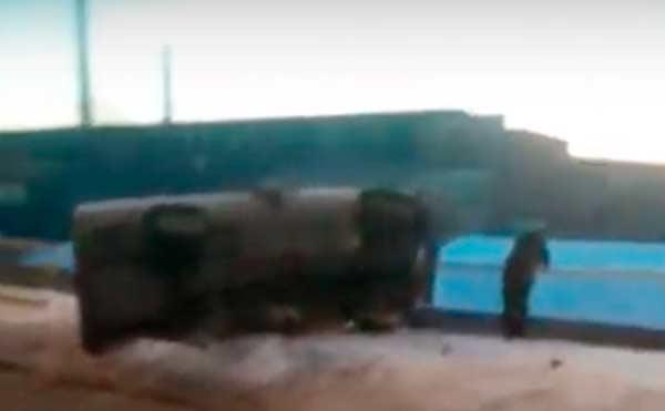 В Кургане перила спасли «Волгу» от падения с моста. Видео.