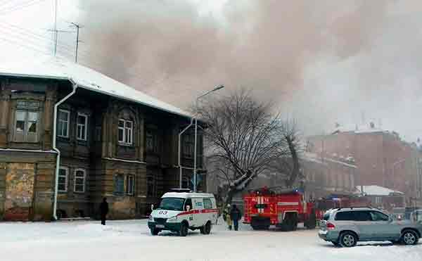 В Кургане потушили пожар в доме на улице Советская