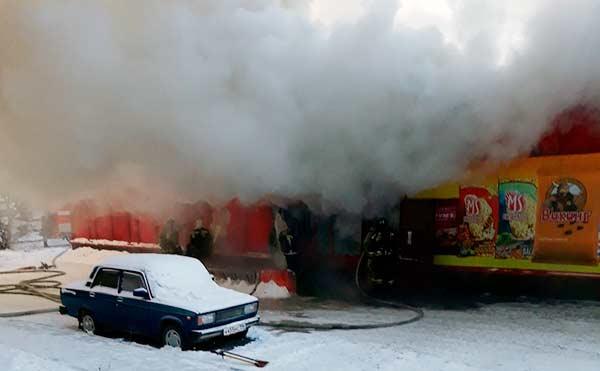 В Кургане сгорел торговый павильон в микрорайоне Заозерный