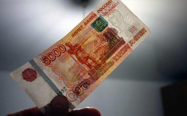 В Курганской области лже-налоговик подменила пенсионерке 152 тысячи рублей
