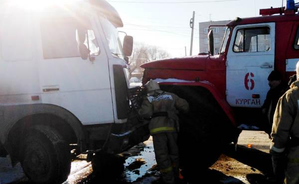 В Кургане на Пугачева столкнулся МАЗ и пожарный Урал
