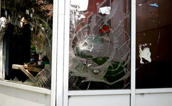 В Кургане пьяные грабители украли 50 роз и кассовый аппарат