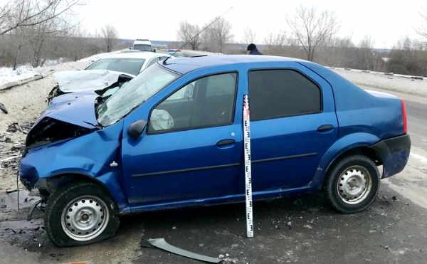 В Кургане столкнулись две иномарки, пострадали водители