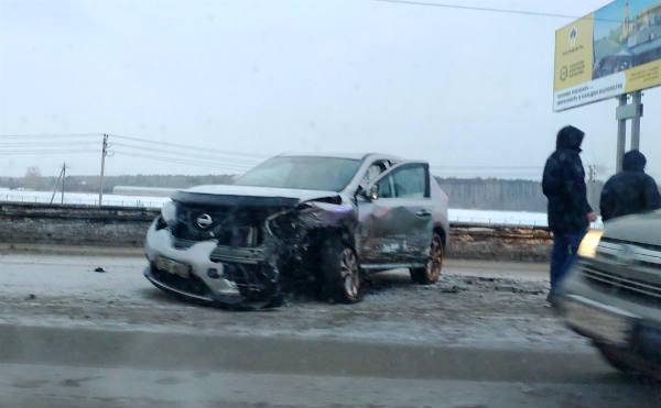 В Кургане три автомобиля столкнулись утром на шоссе Тюнина