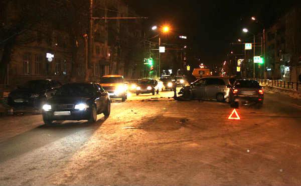 В Кургане в столкновении 4 автомобилей погиб один водитель