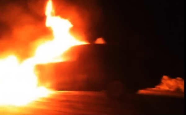 В Курганской области на дороге дотла сгорела отечественная легковушка