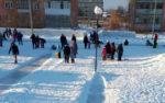 В Шадринске напротив ската детской горки установили фонарный столб