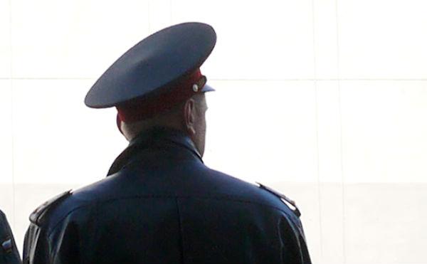 В Карпольском районе пьяный дебошир напал на полицейского