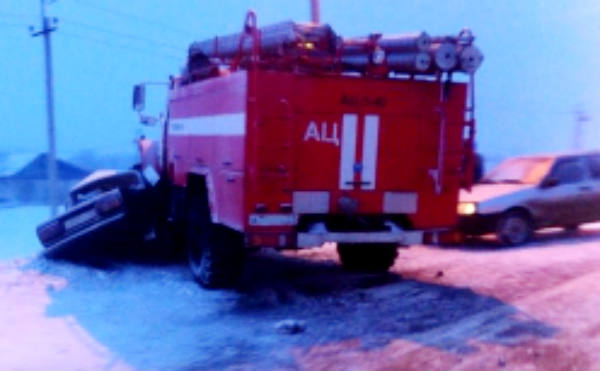 В Кургане пожарный «Урал» столкнулся с легковушкой
