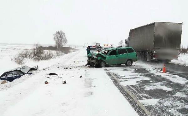 В Курганской области три человека госпитализированы после ДТП на трассе