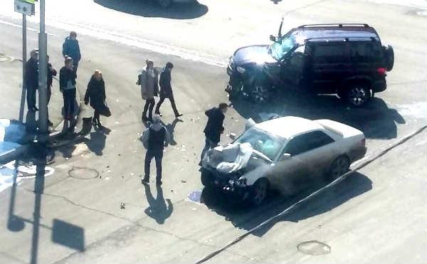 В Кургане УАЗ «Патриот» столкнулся с иномаркой на перекрестке
