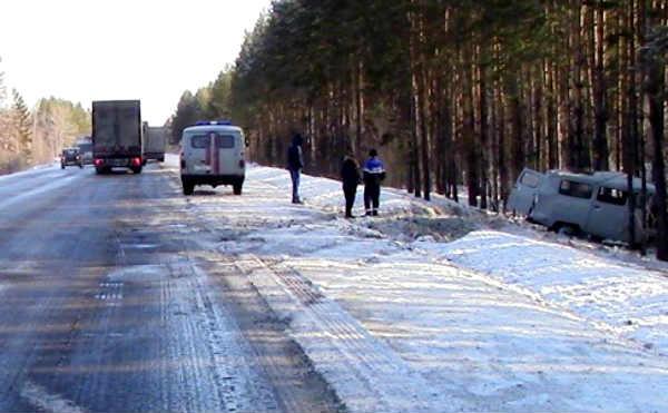 В Шумихинском районе УАЗ столкнулся с фурой. Есть пострадавшие