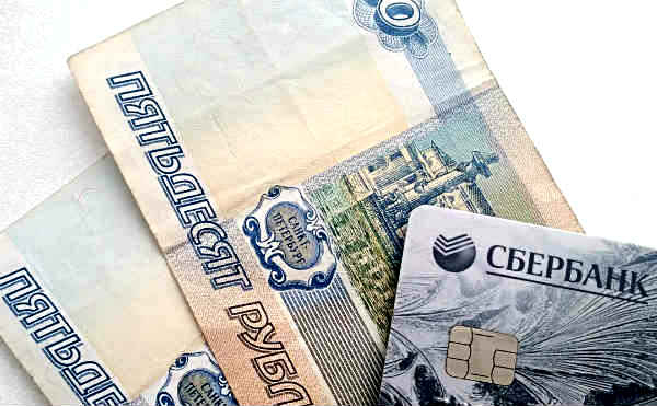 Жительница Петухово нашла банковскую карту и сняла с нее 40 тысяч рублей