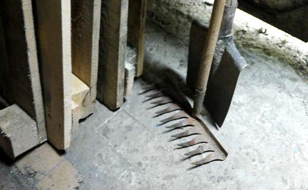 Жительница Зауралья избила подростка лопатой за обиженную дочь