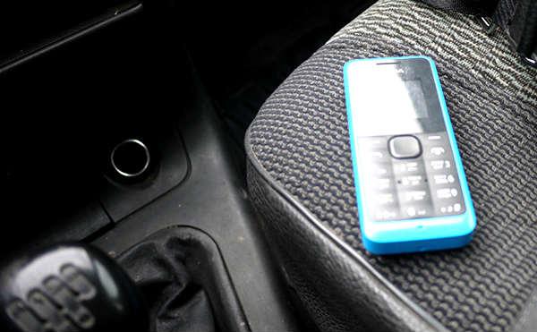 В Курганской области грабитель отобрал телефон у пешехода и скрылся на машине