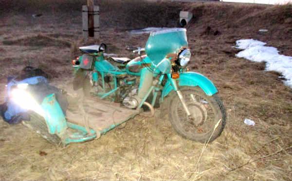 В Мишкино мотоциклист без шлема улетел в кювет