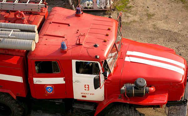 В Кургане сгорели два дома и два автомобиля