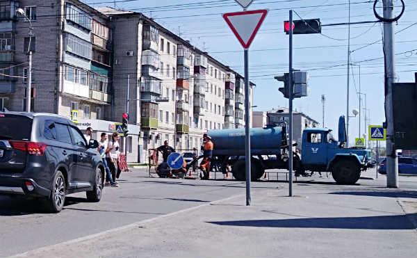 В Кургане улицу Куйбышева закроют для проезда из-за провалов