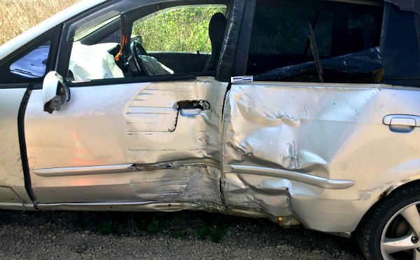 В Шадринске автомобиль с ребенком врезался в электроопору
