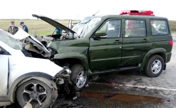 В Зауралье на трассе «Иртыш» KIA врезалась в фуру и УАЗ. Погиб водитель
