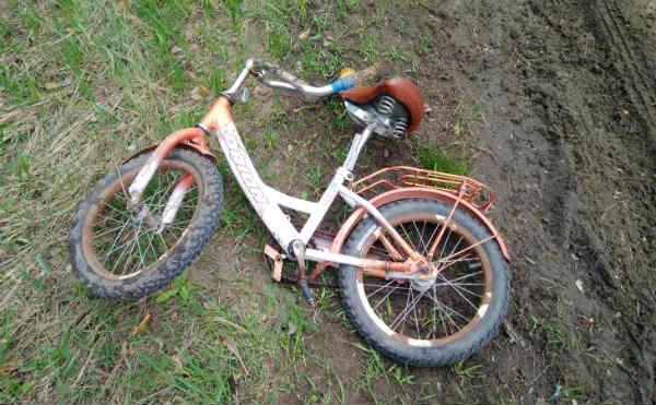 В Зауралье УАЗ сбил 7-летнюю девочку на велосипеде