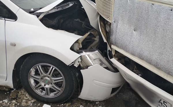 В Кургане после ДТП в центре города спасли одного человека