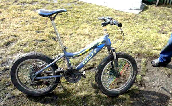 В Курганской области автомобиль сбил 4-летнего ребенка на велосипеде