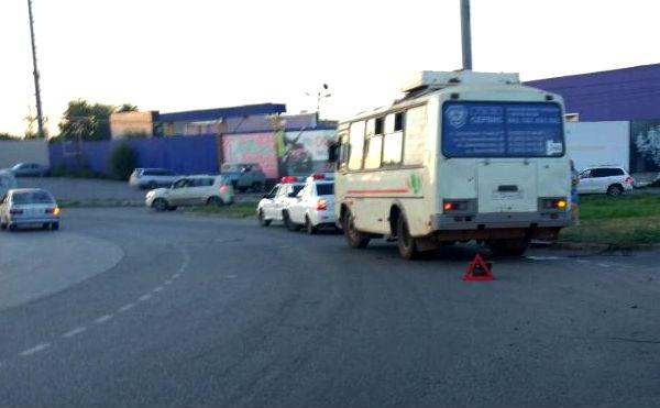 В Кургане легковушка подрезала автобус с пассажирами