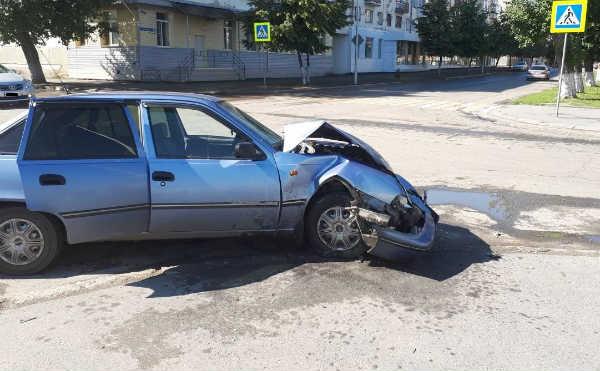 В Кургане на перекрестке столкнулись две легковушки. Пострадал водитель