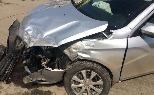 В Курганской области торопливый водитель устроил аварию на перекрестке